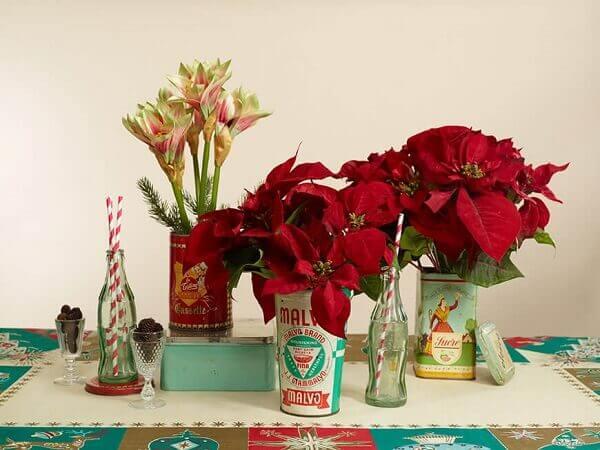 Flor de natal em utensílios vintage