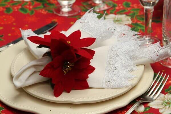 Flor de natal enfeita prato