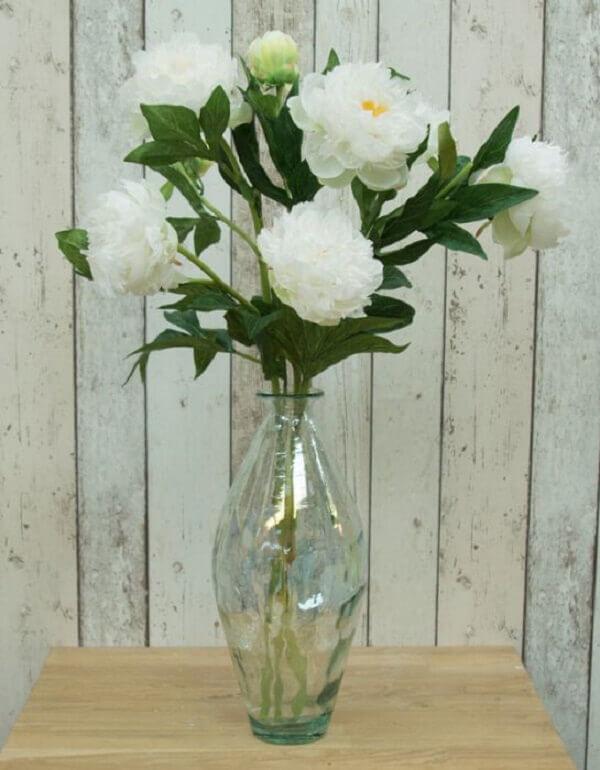 Flores artificiais em vasinho transparente