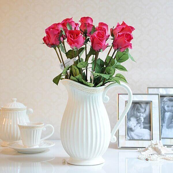 Flores artificiais na decoração quarto