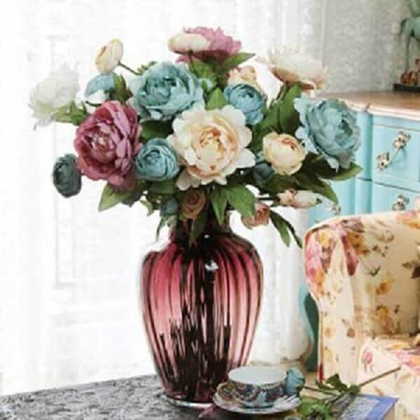 Flores artificiais na sala