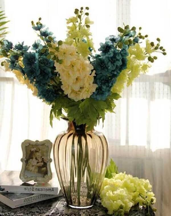 Flores artificiais para decoração de sala de estar