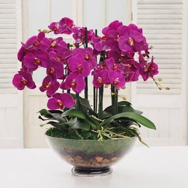Flores artificiais roxas