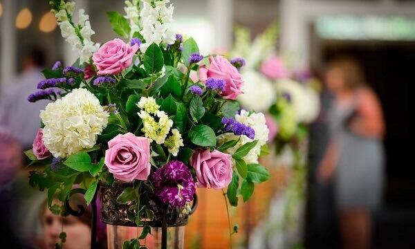 Flores artificiais são práticos para decorar ambientes