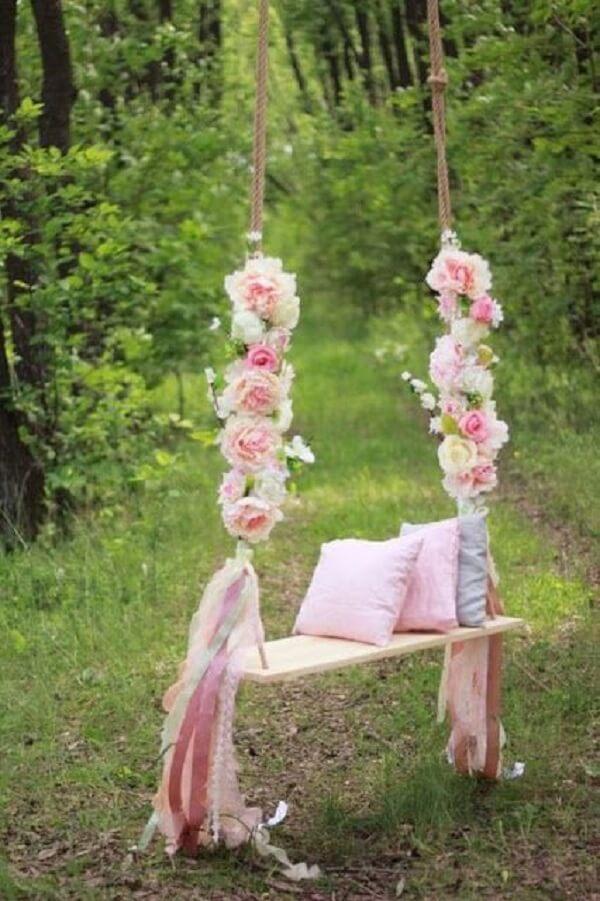 Invista em uma balança florida na festa jardim encantado