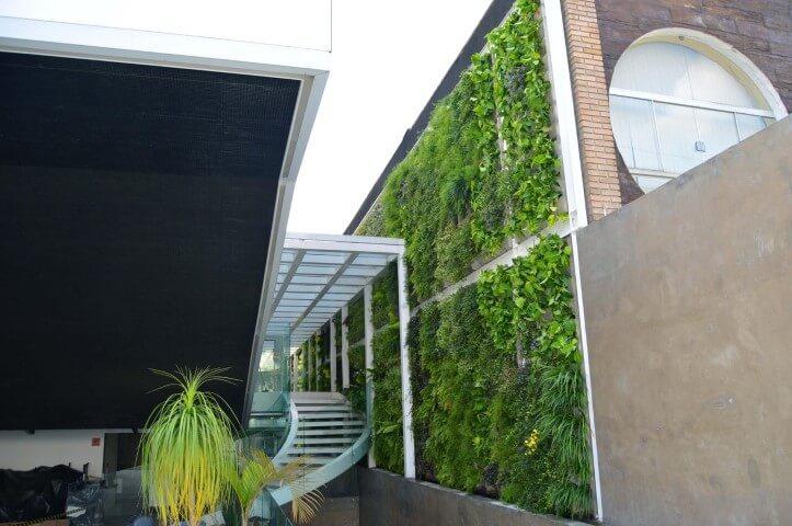 Jardim vertical em muro Projeto de Vital Paisagismo