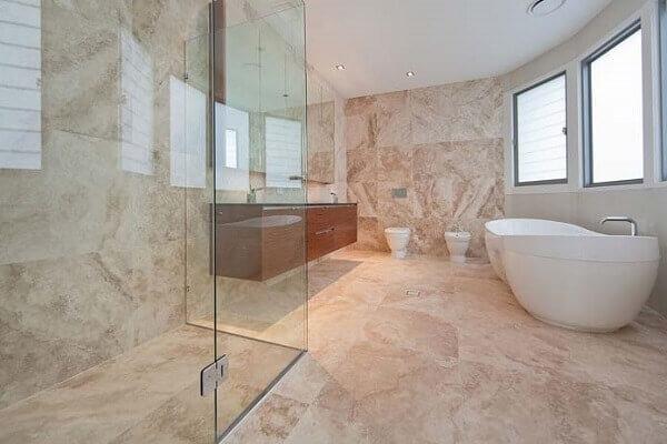 Marmorato efeito para decoração de banheiro grande