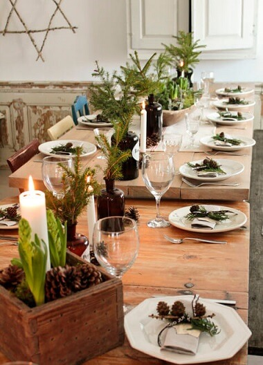 Christmas supper table with simple but very cozy decoration Photo of Inner Comodes