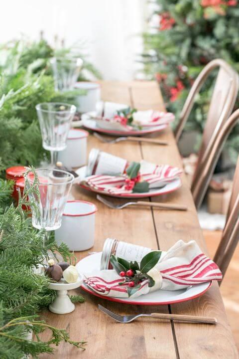 Mesa de ceia de natal com guardanapos de pano Foto de House Beautiful