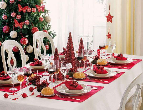 Mini red Christmas trees at Christmas dinner table Photo by Pinterest