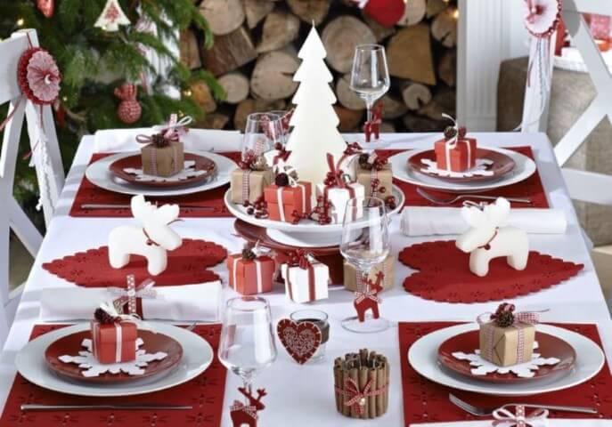 Mini presentinhos como enfeites para mesa de ceia de natal Foto de Pinterest