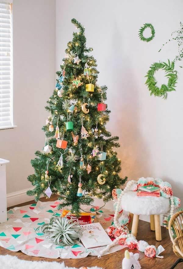 Modelo de pinheiro de natal decorado