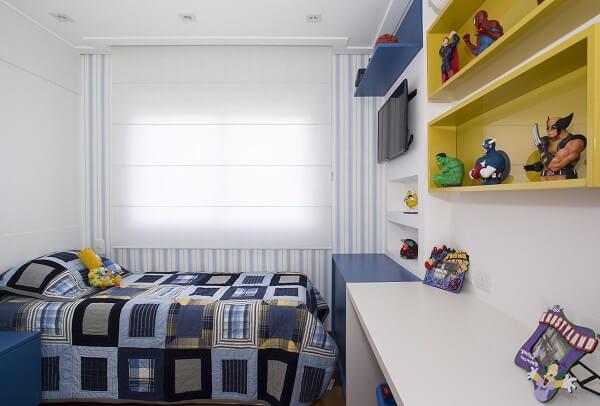 Nichos para quarto feitos em madeira amarela