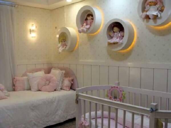 Nichos para quarto de bebê com iluminação