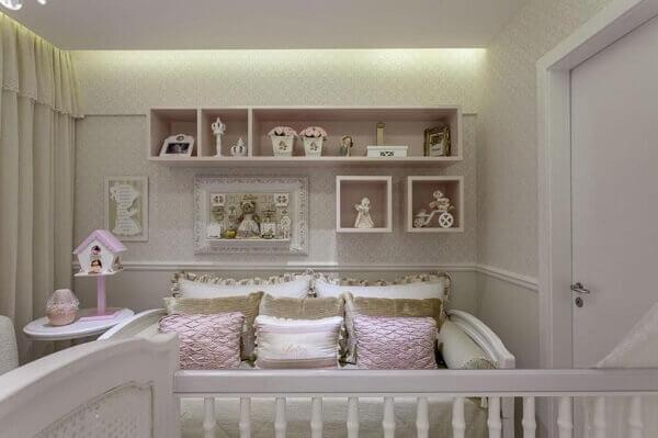 Na decoração foram utilizados nichos para quarto retangulares