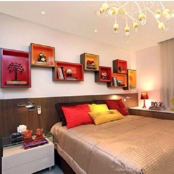 Nichos para quarto de casal em cores diferentes
