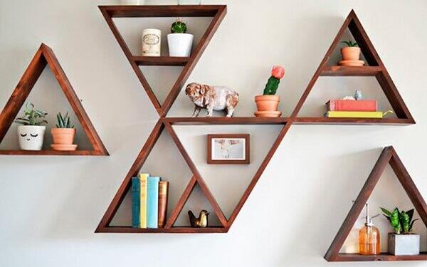 Nichos para quarto em madeira na parede
