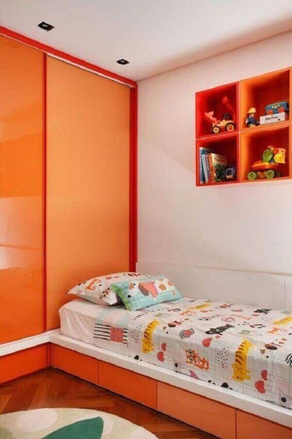 Nichos para quarto pequeno na cor laranja