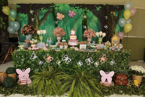 O verde traz frescor para a decoração de festa jardim encantado