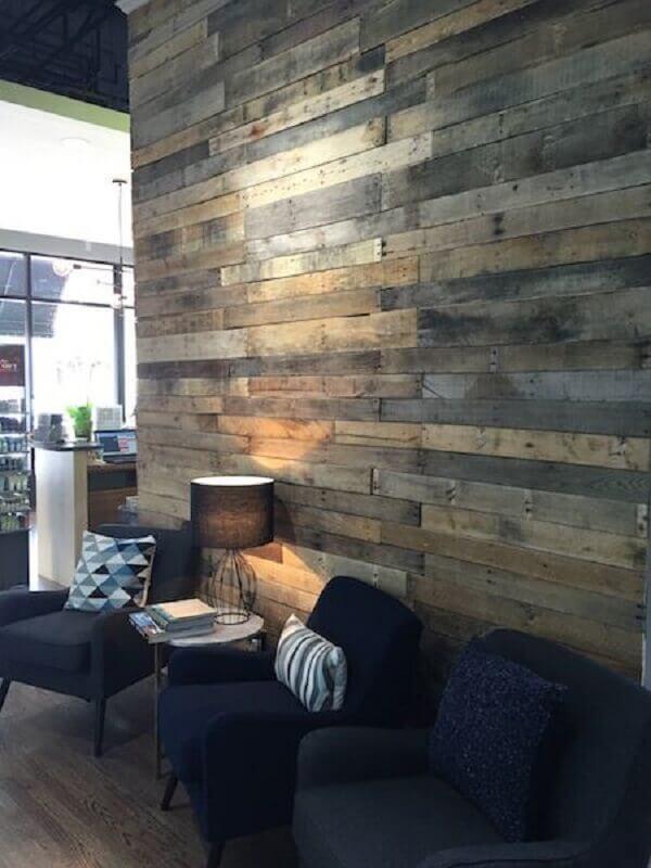 Parede de pallet para sala moderna
