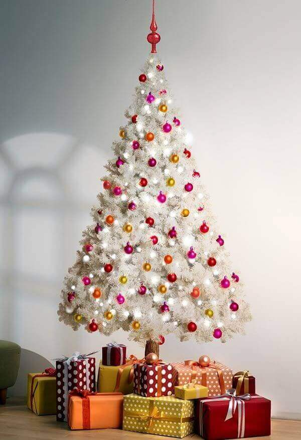 Pinheiro de natal branco decorando sala