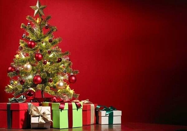 Pinheiro de natal com presentes