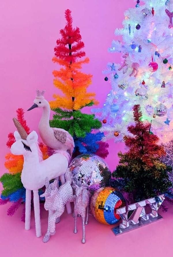 Pinheiro de natal repleto de cores e brilho
