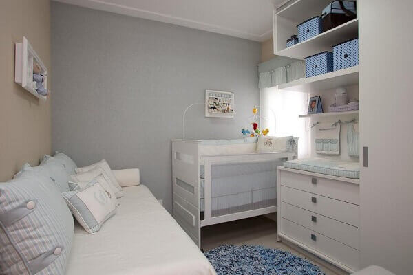 Quarto de bebê masculino azul e branco