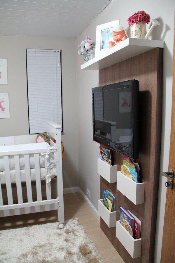 Quarto de bebê masculino com compartimento para livros