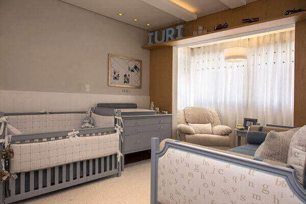 Quarto de bebê masculino com cortina