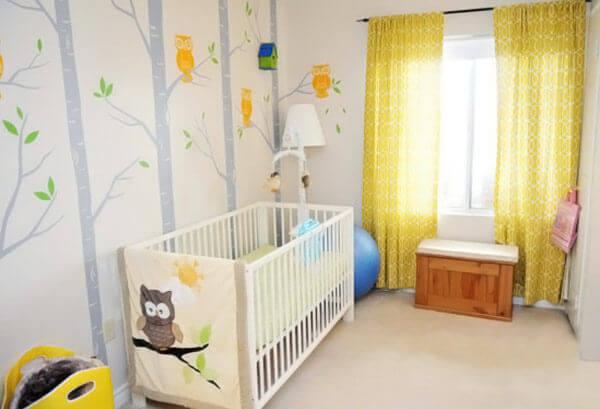 Quarto de bebê masculino com papel de parede de coruja