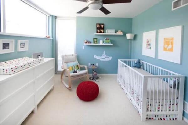 Quarto de bebê masculino em azul claro