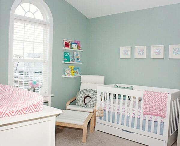 Quarto de bebê masculino pequeno azul claro