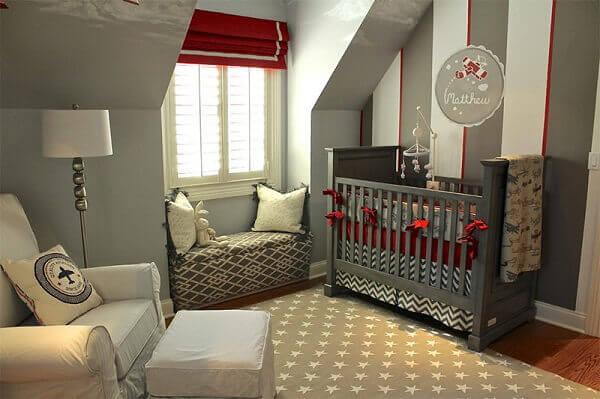 Quarto de bebê masculino vemelho e cinza