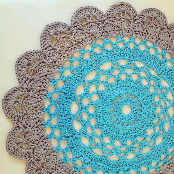 Tapete de crochê redondo azul