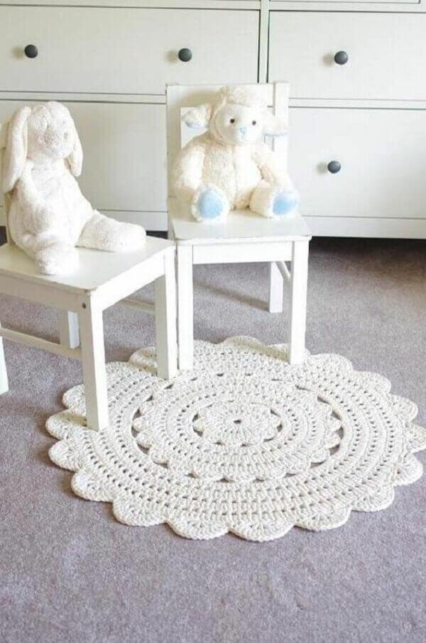 Tapete de crochê redondo em decoração clean