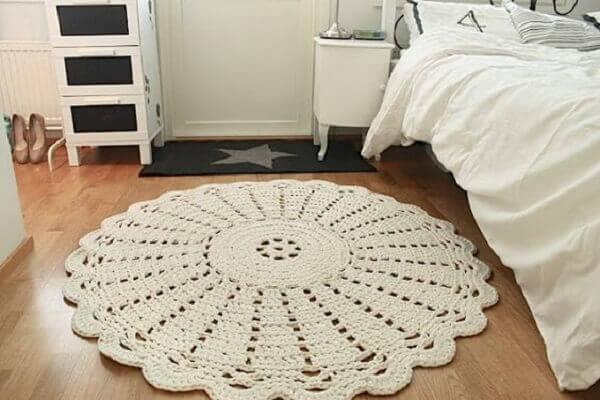 Tapete de crochê redondo na cor branco