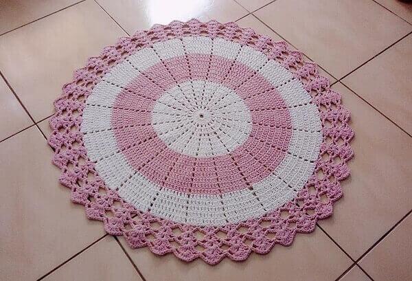 Tapete de crochê redondo rosa e branco