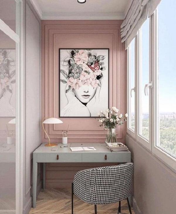 Utilize o boiserie como moldura de quadro na parede. Fonte: Conecta Reforma