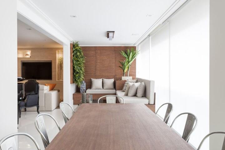 Varanda gourmet clean com jardim vertical Projeto de Mariana Luccisano