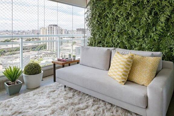 Varanda gourmet moderna com parede de jardim vertical Projeto de GF Projetos