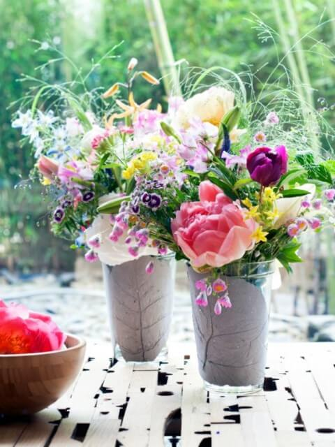 Vasos com flores do campo coloridas Foto de Mooi Wat Boemen Doen