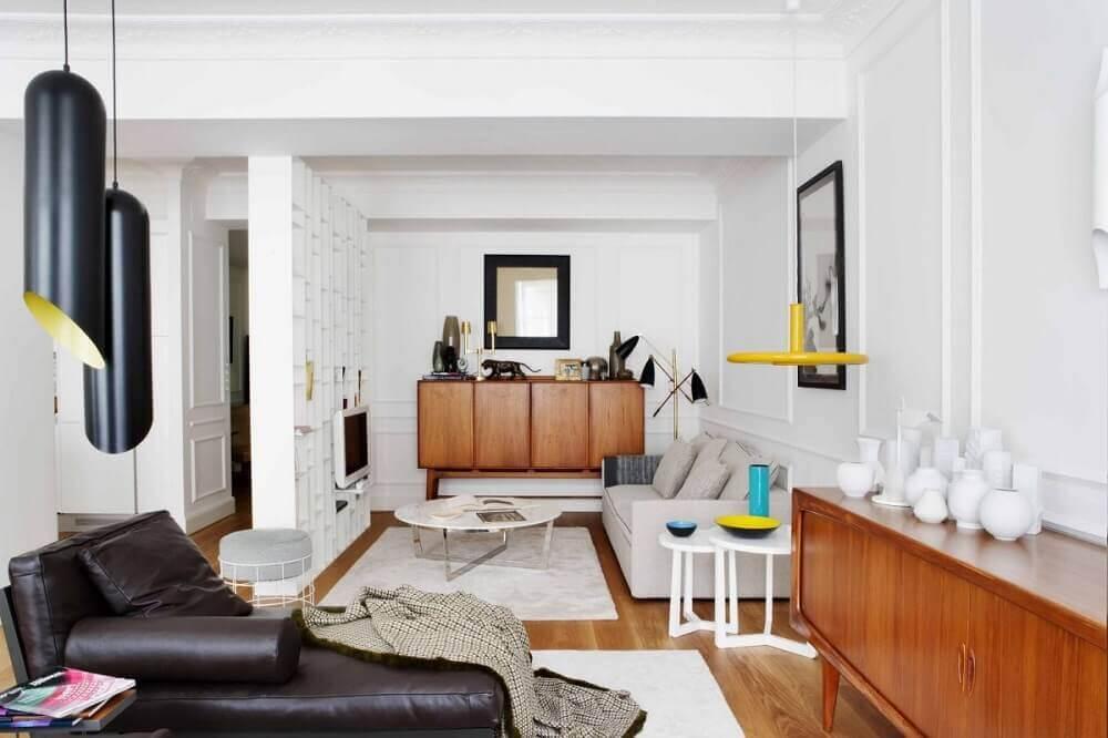 ambientes integrados decorados com boiserie e pendentes modernos Foto Rainbow Ques