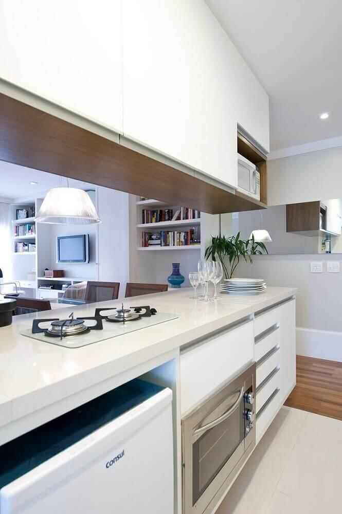armário de cozinha planejado branco com cooktop Foto Two Design