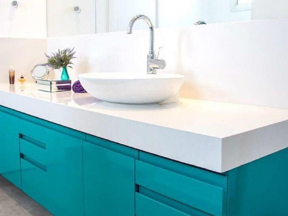 armário planejado para banheiro branco e azul Foto Estúdio Canarinho
