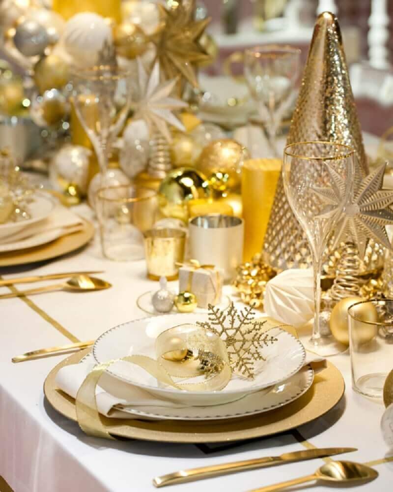arranjos de mesa de natal com decoração dourada Foto i24mujer