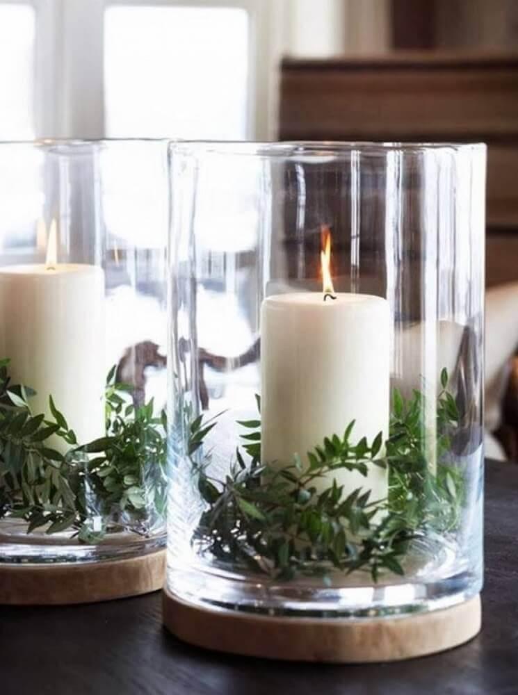 arranjos de natal com velas em suportes de vidro com pequenos ramos de plantas Foto Pinterest