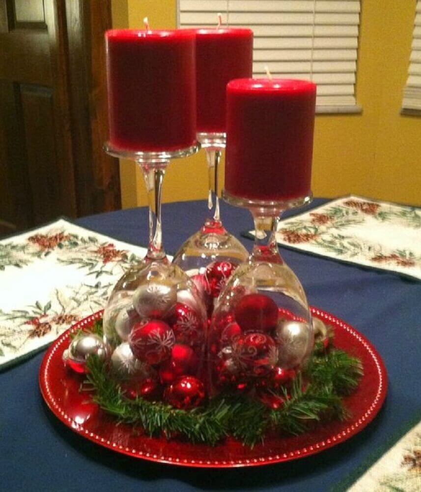 arranjos de natal para decoração simples com taças e bolas natalinas Foto The Holk