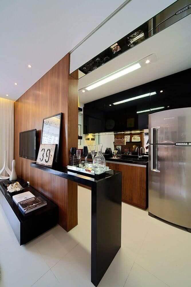 bancada preta para cozinha americana com sala Foto Pikby
