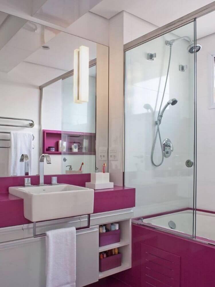 banheiro pequeno planejado rosa e branco Foto Pinterest
